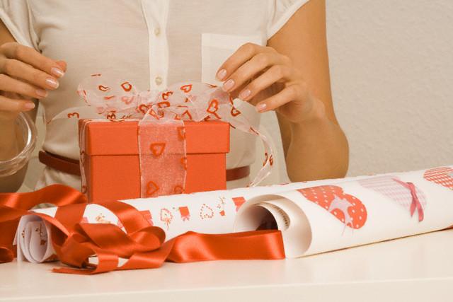 Упаковать подарок для мужчины своими руками