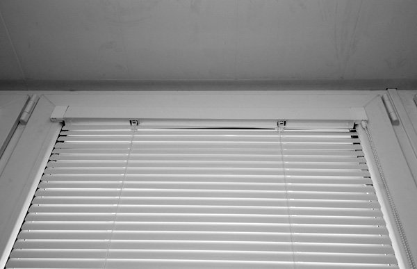 Как установить жалюзи на пластиковые окна своими