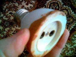 Мобильная розетка из старой лампочки
