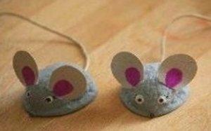 Поделка мышка из ореха 34