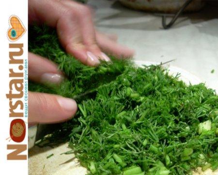 Как долго хранить зелень в холодильнике?