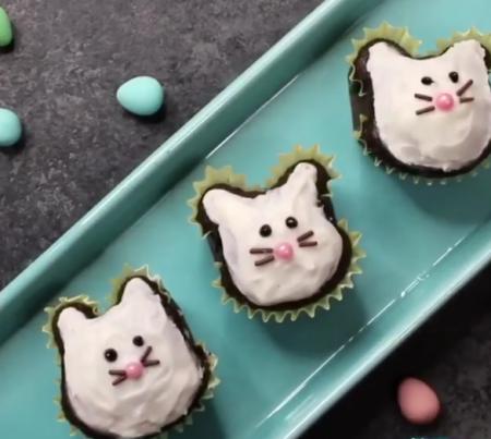 Как сделать пирожное в форме зайца?