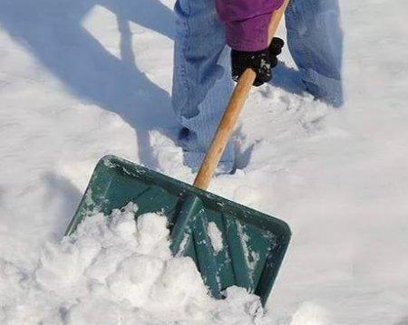 Как убирать снег