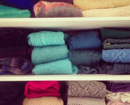 Хранение сезонной одежды: как сохранить летнюю и зимнюю одежду в порядке?