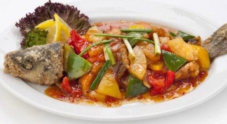 Рыба по-тайски с овощами