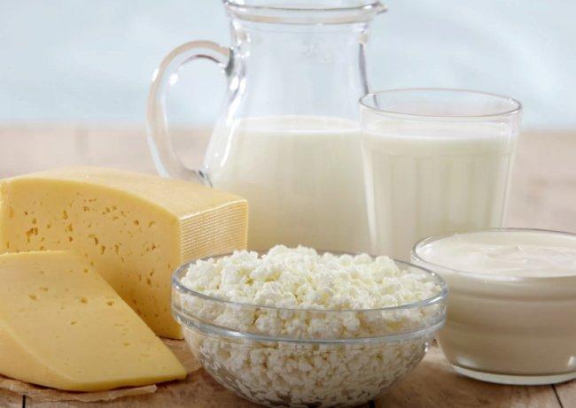Молочные продукты - сметана, творог, сыр