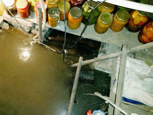 Почему заливается вода в погреб и что с этим делать