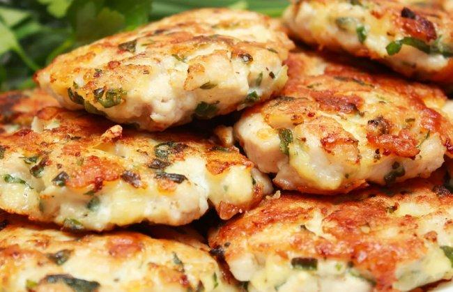 Котлеты из куриной грудки – просто и вкусно!